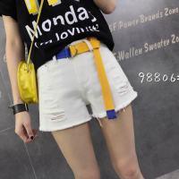 白色短裤蓝黄皮带
