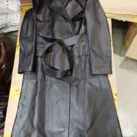 9256黑色长款皮衣
