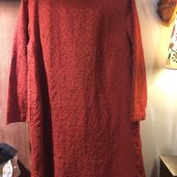 圆圈刺绣连衣裙