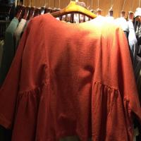 磨毛橘色宽版上衣