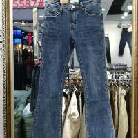 蓝色喇叭裤