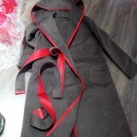 红色拼接皮大衣