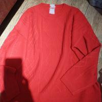 红色圆领后灰条羊绒衫