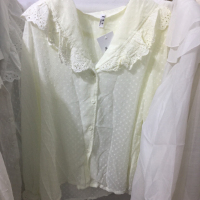花边领衬衫