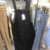 牛仔背带裤