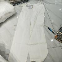 白色背带裤