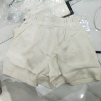 白色花边短裤