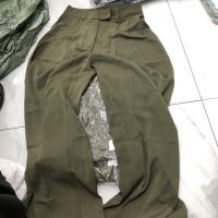 绿色直筒裤