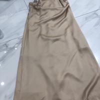 杏色吊带裙
