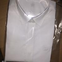胸刺短衬衫