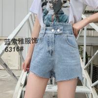 浅蓝色牛仔高腰短裤