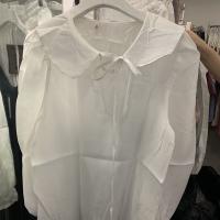 白色娃娃领衬衣T恤