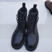 加绒黑色靴子