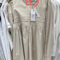 胸前压褶连衣裙