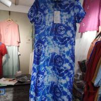 花料连衣裙